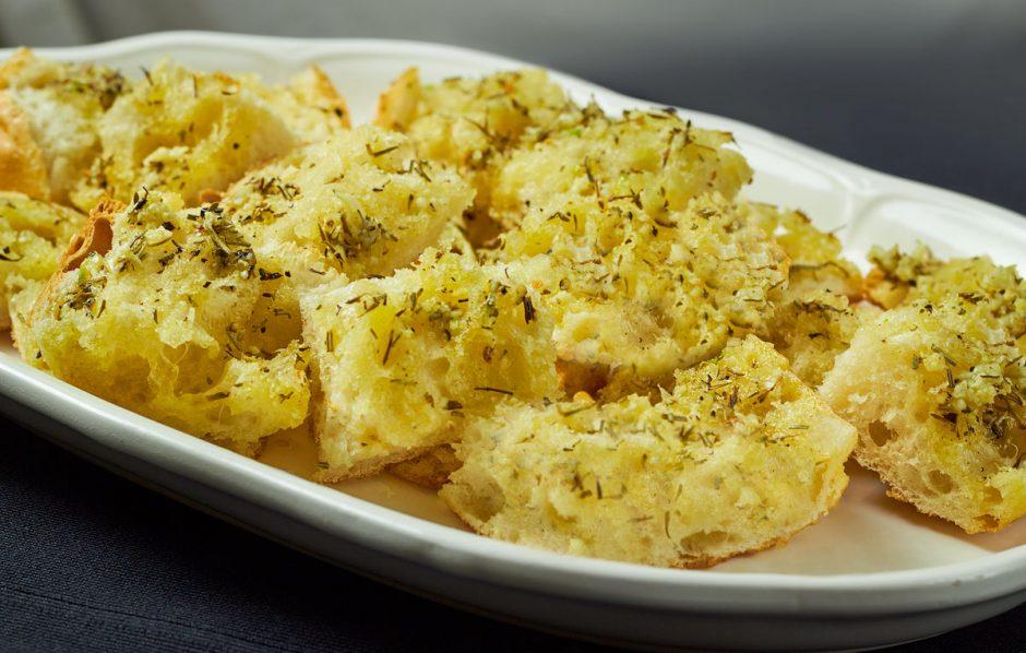 Super simple vegan garlic bread delightful vegans super simple vegan garlic bread forumfinder Choice Image
