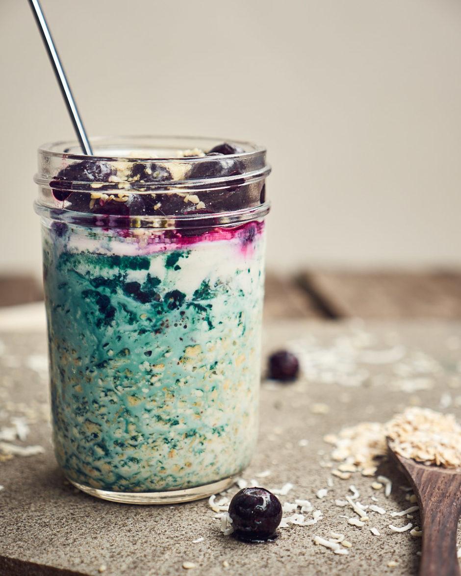 Easy Blueberry Spirulina Overnight Oats